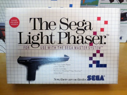 Boxed Sega Light Phaser 01